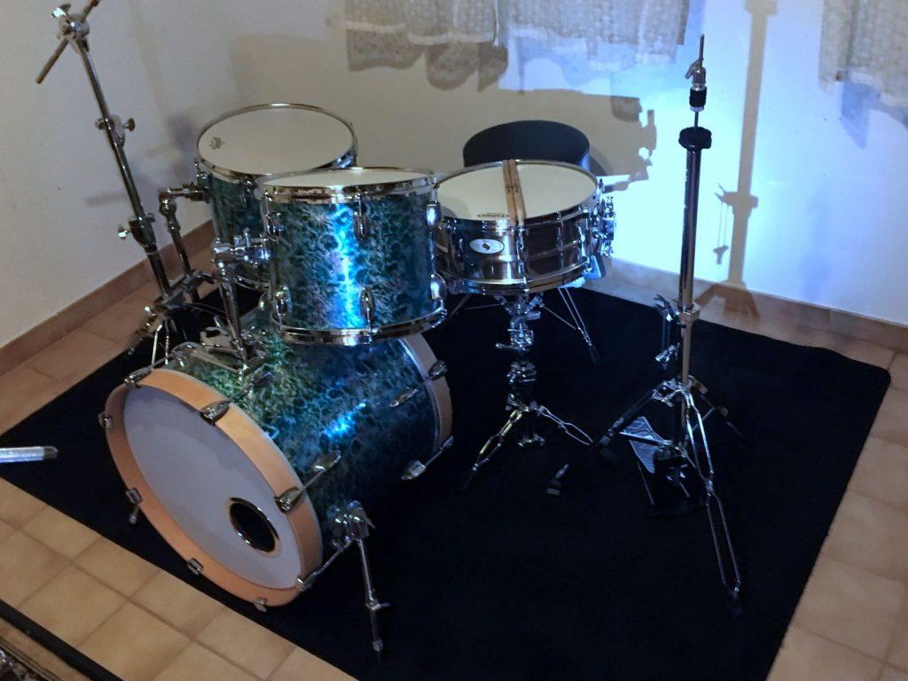 Das komplette Drum Set in neuer Folie.